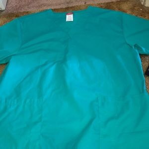 New with tag size large green dickies scrub :)